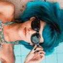niebieskie włosy